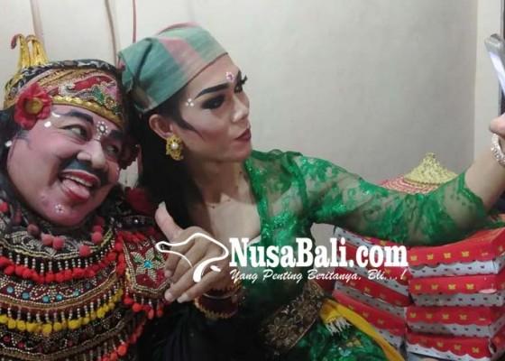 Nusabali.com - bondres-grongseng-poleng-sosialisasikan-program-gubernur