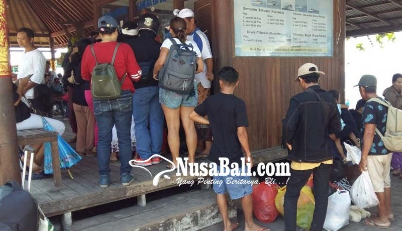www.nusabali.com-penyeberangan-pelabuhan-kusamba-membludak