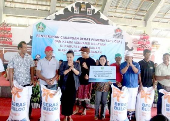 Nusabali.com - bupati-serahkan-23-ton-cbp-untuk-nelayan
