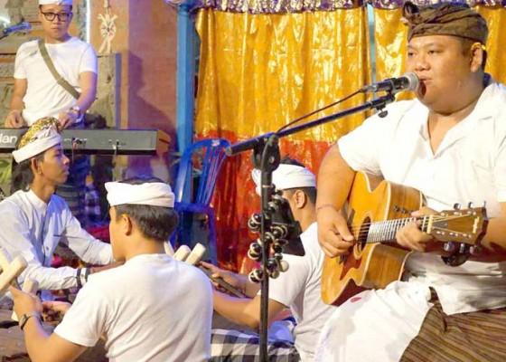 Nusabali.com - ghana-svara-hibur-krama-desa-peladung