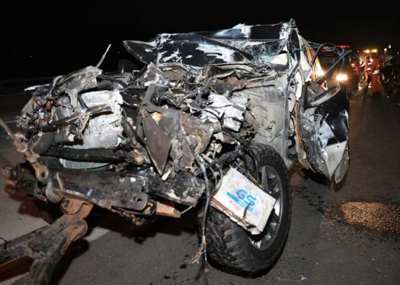 Nusabali.com - mobil-kapolres-tulungagung-tabrak-truk