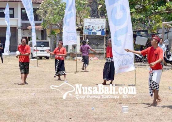 Nusabali.com - adu-ketangkasan-memutus-benang-layangan-lawan