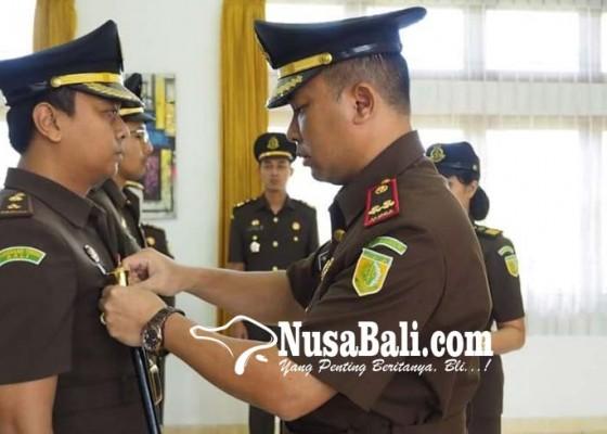 Nusabali.com - kejari-gianyar-sertijab-dua-kasi