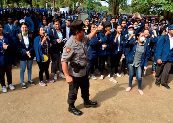 Nusabali.com - kapolda-minta-mahasiswa-tak-mudah-terprovokasi-dan-sebarkan-hoax