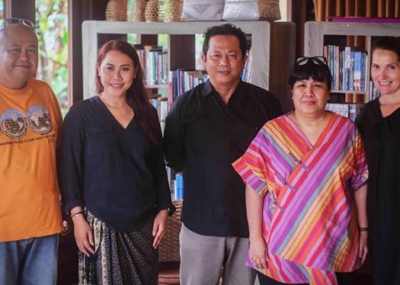 Nusabali.com - karya-5-penulis-emerging-dari-penjuru-nusantara-terpilih-untuk-ditampilkan-dalam-ubud-writers-readers-festival-2018