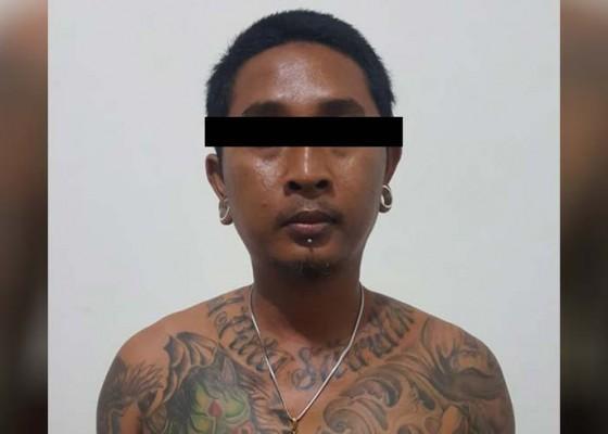 Nusabali.com - pentolan-ormas-sembunyikan-sajam-di-kaos-kaki