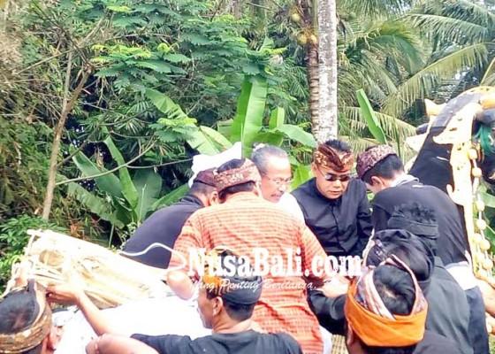 Nusabali.com - ratusan-pelayat-iringi-upacara-ngaben-ibunda-bupati-tabanan