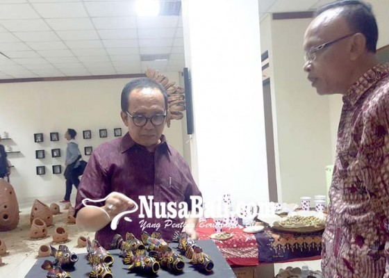 Nusabali.com - gerabah-banyuning-dirintis-jadi-ikon-souvenir-bali-utara