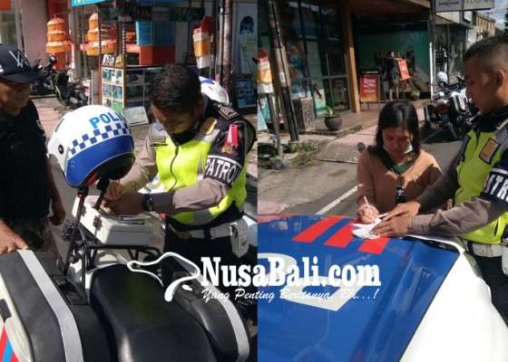 Nusabali.com - satlantas-tindak-pelanggar-parkir-di-ubud