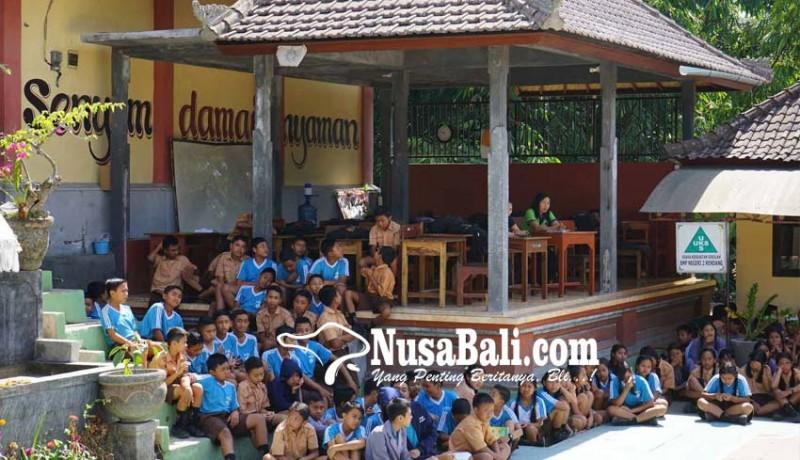 www.nusabali.com-smpn-2-rendang-belajar-di-bale-gong