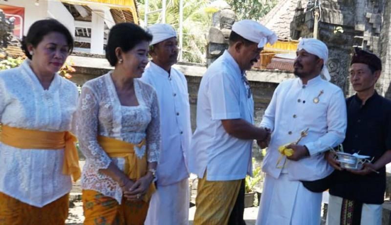 www.nusabali.com-wabup-kasta-hadiri-piodalan-di-pura-sasana-dharma-banyuwangi