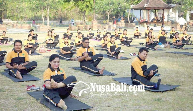 www.nusabali.com-kemenag-ajak-masyarakat-rutin-yoga