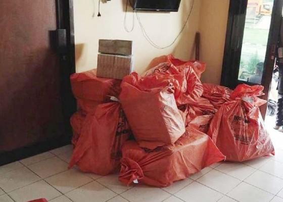 Nusabali.com - paket-misterius-berisi-uang-pengirim-mengaku-dari-palu