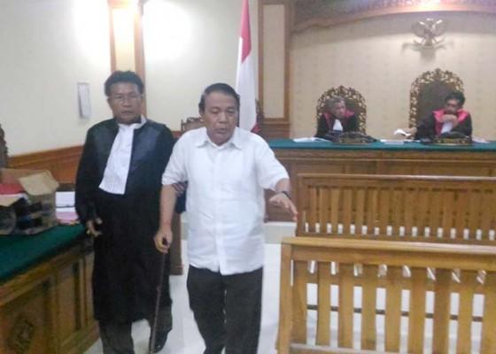 Nusabali.com - sakit-prof-titib-dipapah-ke-luar-sidang