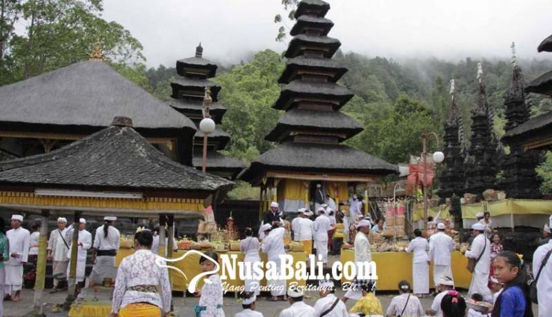 www.nusabali.com-pujawali-di-pura-pasar-agung-saat-gunung-agung-status-siaga