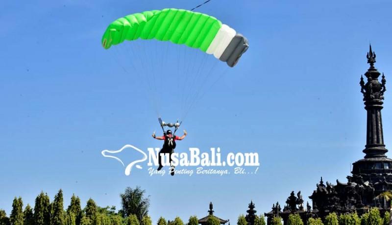 Nusabali Com Puluhan Penerjun Meriahkan Deklarasi Taman