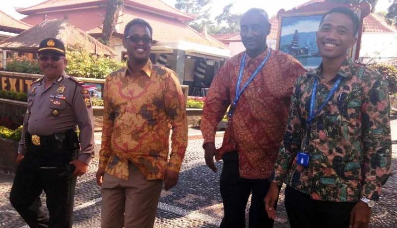 www.nusabali.com-gubernur-bank-somalia-kunjungi-ulun-danu-beratan