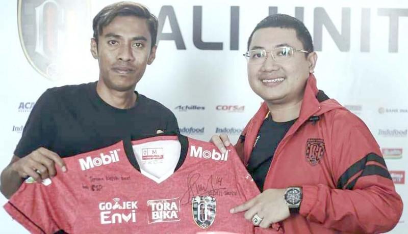 www.nusabali.com-jersey-fadil-sausu-laku-rp-5-juta
