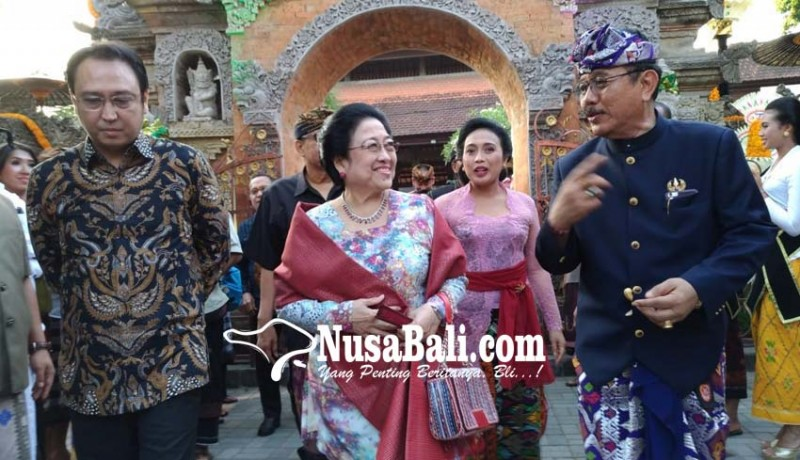 www.nusabali.com-pawiwahan-di-puri-agung-ubud-dihadiri-megawati