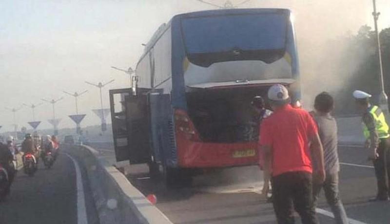 www.nusabali.com-korsleting-mesin-bus-terbakar-di-jalan-tol-bali-mandara