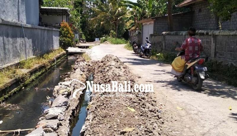 www.nusabali.com-warga-keluhkan-proyek-limbah