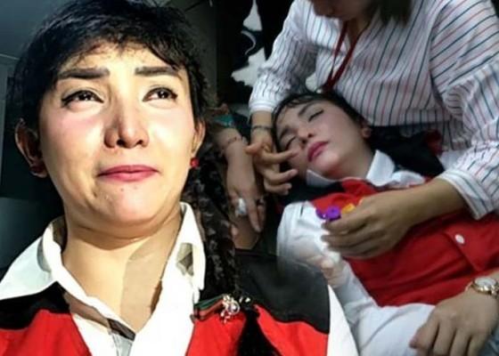 Nusabali.com - dituntut-5-tahun-roro-fitria-pingsan