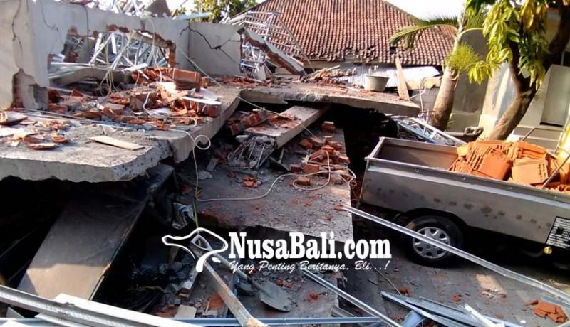 www.nusabali.com-rumah-lantai-dua-ambruk-diguncang-gempa