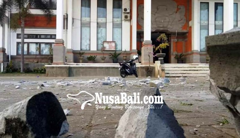 www.nusabali.com-murda-gedung-rektorat-ihdn-berjatuhan