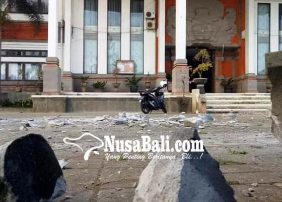 Nusabali.com - murda-gedung-rektorat-ihdn-berjatuhan