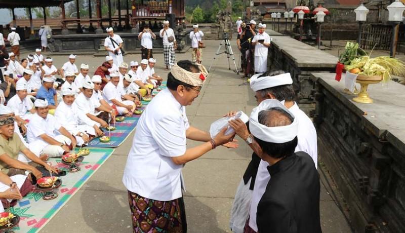 www.nusabali.com-wagub-resmikan-penggunaan-bahasa-dan-busana-bali