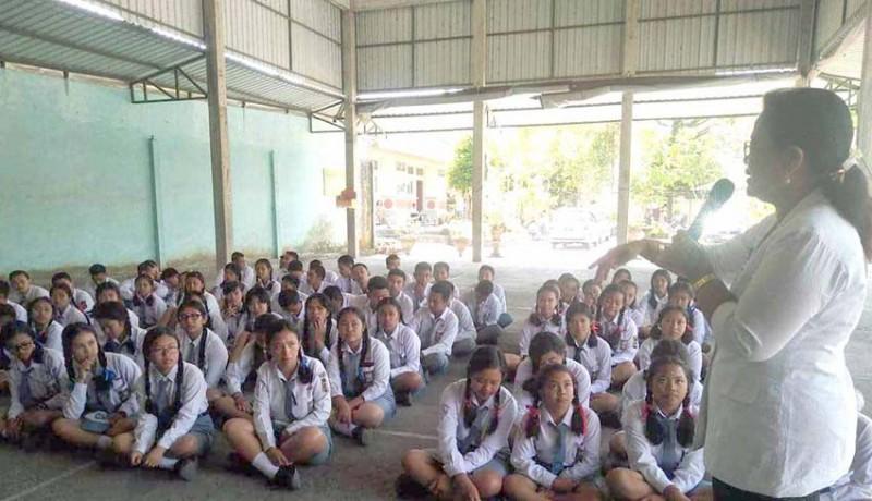 www.nusabali.com-siswa-sman-selat-dapat-tuntunan-kerukunan-beragama