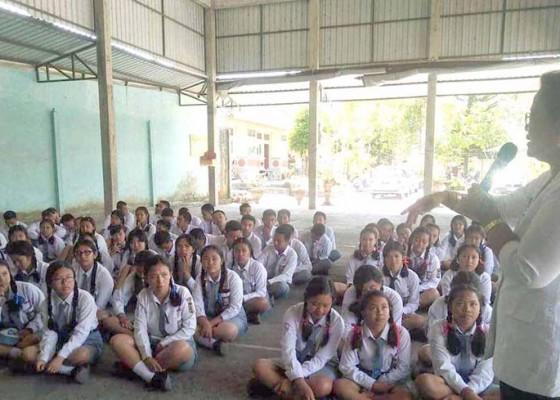 Nusabali.com - siswa-sman-selat-dapat-tuntunan-kerukunan-beragama