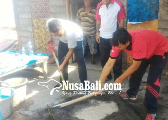 Nusabali.com - karang-taruna-yks-bantu-korban-gempa