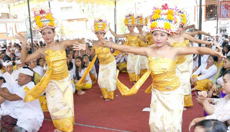 www.nusabali.com-tari-rejang-dewa-saat-saraswati