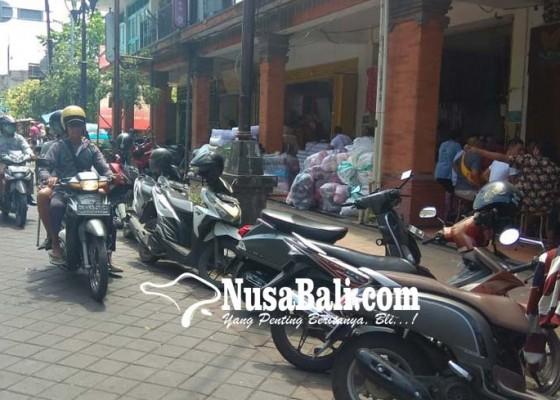 Nusabali.com - parkir-liar-di-gajah-mada-kembali-marak