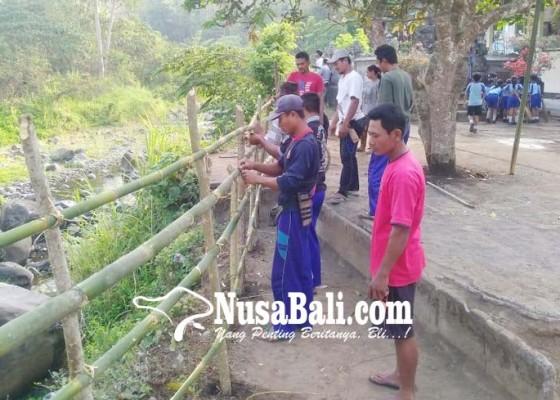 Nusabali.com - tukad-pulukan-dipagari-batang-bambu