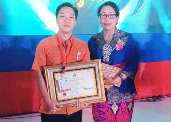 Nusabali.com - guru-smkn-bebandem-juara-nasional-membatik