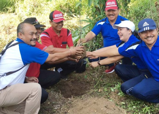 Nusabali.com - hut-ke-42-pdam-tirta-mangutama-gelar-aksi-penghijauan-di-blahkiuh