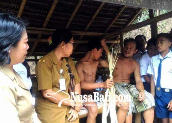 Nusabali.com - usai-panjat-durian-siswa-smpn-2-manggis-hilang-ingatan