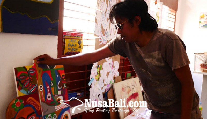 www.nusabali.com-schizophrenic-patients-painting-passes-the-exhibition-at-the-national-gallery-of-jakarta