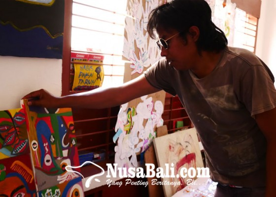 Nusabali.com - schizophrenic-patients-painting-passes-the-exhibition-at-the-national-gallery-of-jakarta