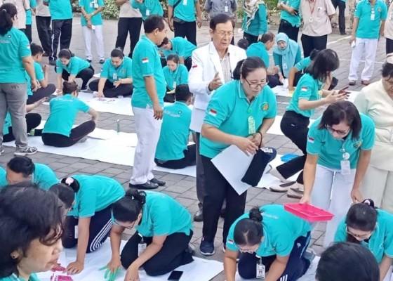 Nusabali.com - rsup-sanglah-gelar-lomba-gambar-telapak-tangan