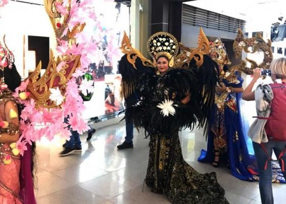 Nusabali.com - delegasi-imf-disuguhi-parade-kostum