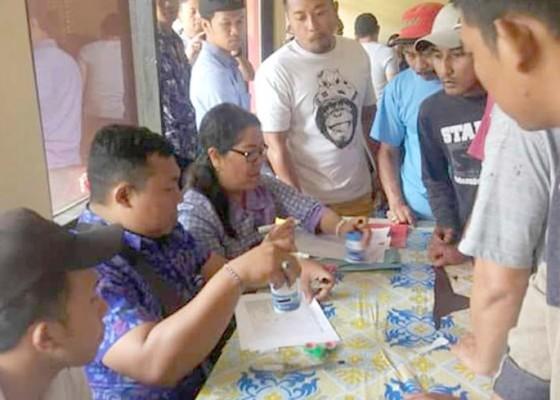 Nusabali.com - warga-binaan-dan-petugas-rutan-dites-urine