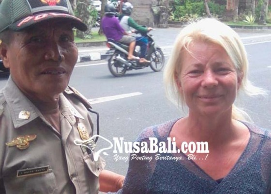 Nusabali.com - satpol-pp-amankan-bule-berulah-di-ubud