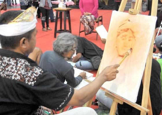 Nusabali.com - melukis-bersama-khofifah-indar-parawansa