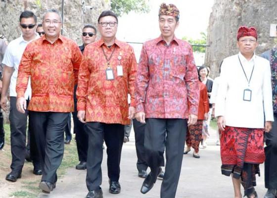 Nusabali.com - wabup-suiasa-damping-presiden-jokowi-di-gwk