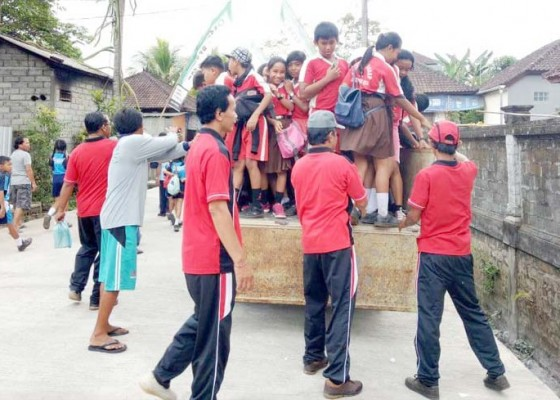 Nusabali.com - senang-naik-truk