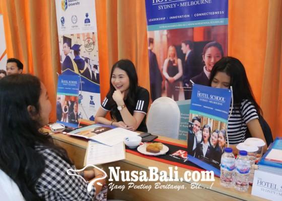 Nusabali.com - pemburu-informasi-kuliah-dan-beasiswa-padati-pameran-pendidikan-luar-negeri-niec-indonesia-2018