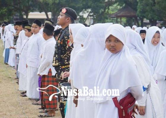 Nusabali.com - wagub-karangasem-pimpin-apel-hari-santri